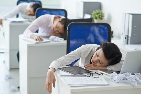 食後に疲れたり眠たくなったりするのは「小麦粉」が原因って本当?